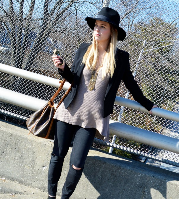 fashion blogger wearing blazer