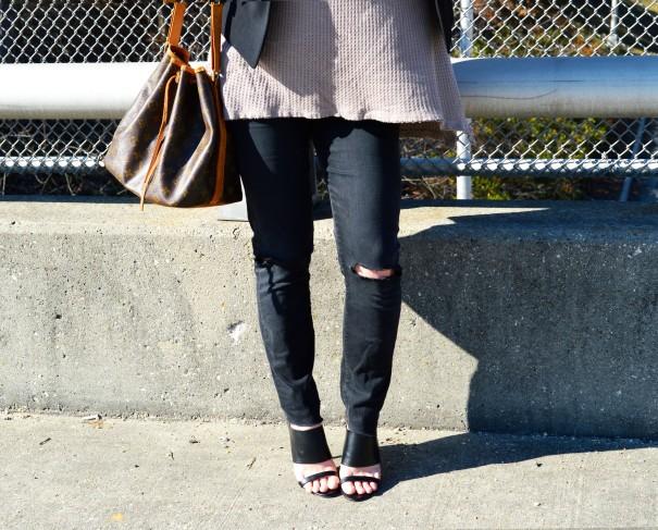 fashion blogger wearing wide brim hat